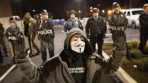 Dramatic Photos: Ferguson on Edge