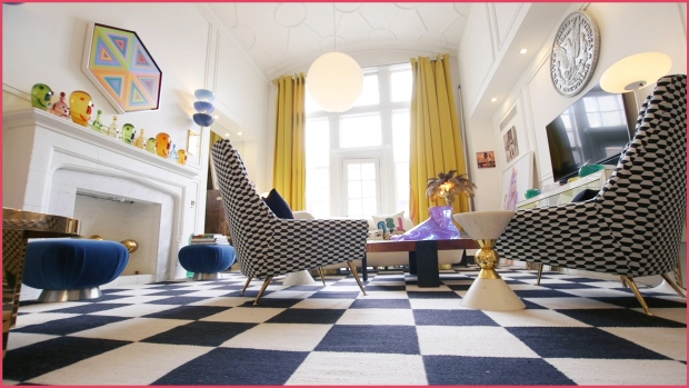 [NATL] Jonathan Adler's Home Is Everything You Expect It to Be
