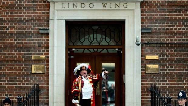 [NATL] WATCH: Town Crier Announces Royal Baby