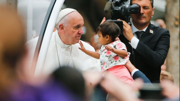 [NATL] Pope Francis Stops to Bless Kids During U.S. Visit
