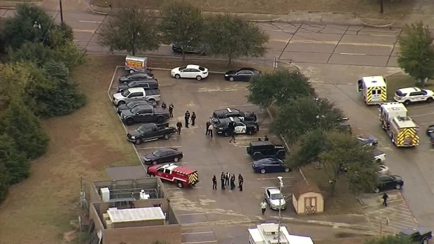 Texas officers wounded, suspect killed in gun battle