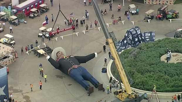[DFW] Big Tex Lifted for State Fair