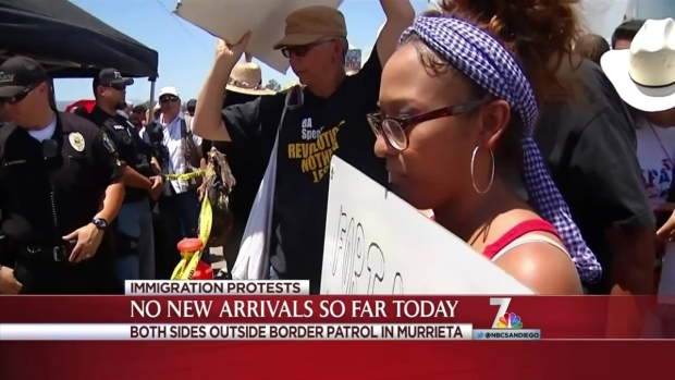 [DGO] Protesters, Supporters Voice Opinions in Murrieta