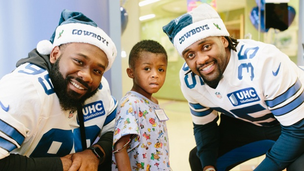 Cowboys Players, Cheerleaders Visit Kids at Children's Hosp.