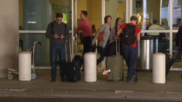 [DFW] Winter Weather Forces 300 Cancellations at DFW Airport