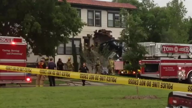 Raw Video: Multiple Fatalities After 2 Cars Crash Into House: Police