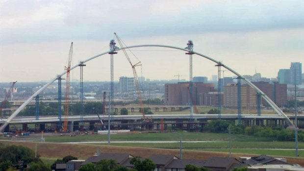 Time Lapse of Completion of the First Arch of the Margaret McDermott Bridge