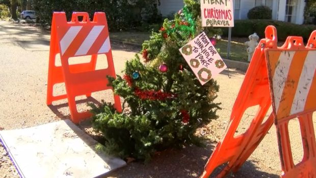 [DFW] Christmas Tree Decorates Mississippi Pothole