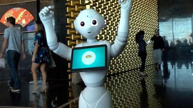 [DFW] Las Vegas Hotel Adds Robot Concierge