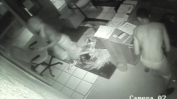 [DFW] Burglars Steal from Kindergarten Class