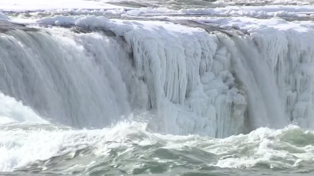 [DFW] Niagara Falls Becomes Icy Spectacle