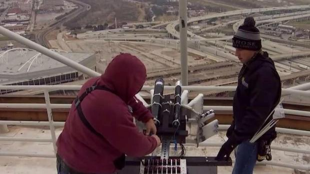[DFW] Crews Prep Reunion Tower for New Year's Eve Celebration