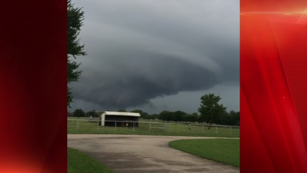 Rotating Wall Cloud Caught on Camera in Rockwall