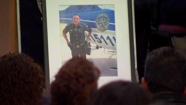[DFW] Candlelight Vigil Held for Fallen Dallas Officer