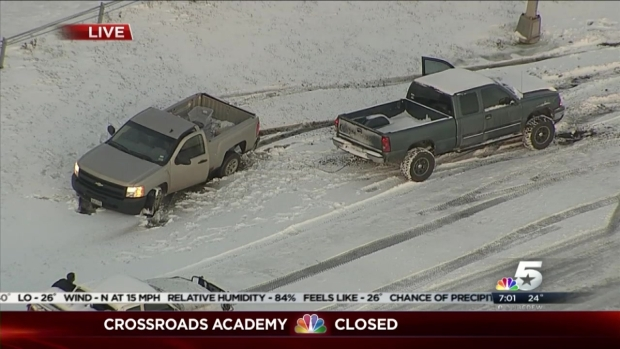 North Texans Help Each Other in Snow