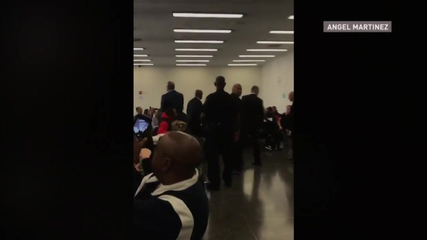[NATL-CHI] Raw Video: Obama Shakes Hands With Fellow Jurors
