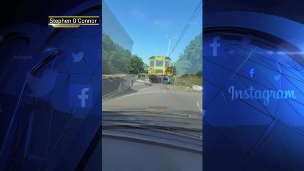[NY] Dramatic Video Shows School Bus, FedEx Truck Swerve to Wrong Lane in Speed Battle
