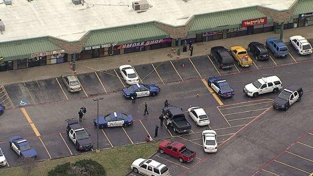 [DFW] Arlington Shoe Store Manager Shot, Killed