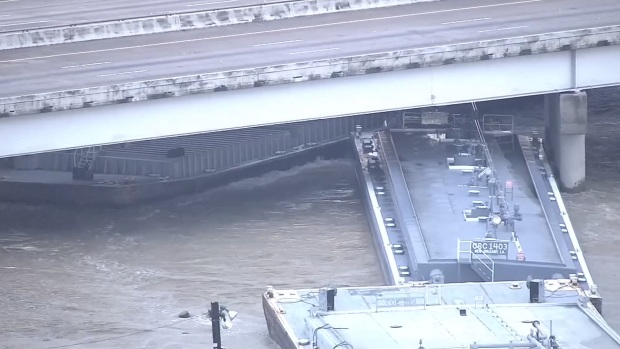 [DFW] Barges Break Loose, Close Houston Highway