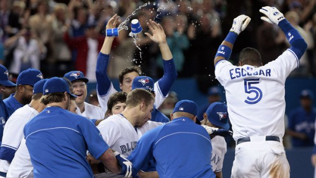 Blue Jays Hit Walkoff HR to Beat Texas