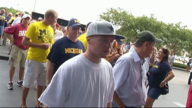 [DFW] Alabama, Michigan Fans Duke it Out at Cowboys Stadium