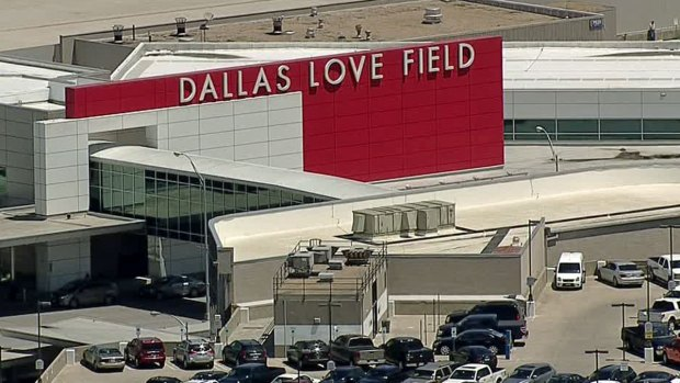 Travelers Find Large Crowds at Dallas Love Field