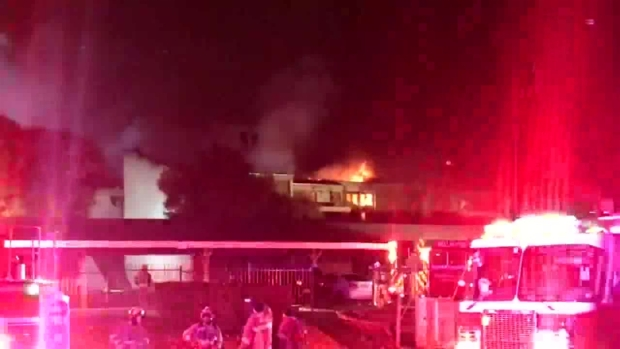 [DFW] Crews Fighting Large Apartment Fire in Dallas