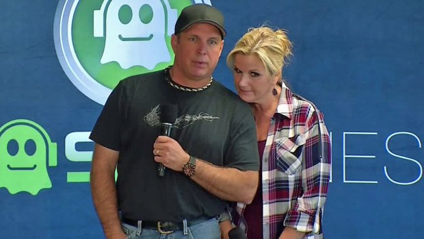 [DFW] Raw Video: Garth Brooks and Trisha Yearwood