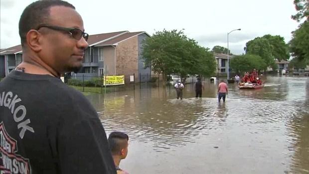 [DFW] Torrential Rains Flood Houston (Raw Video)
