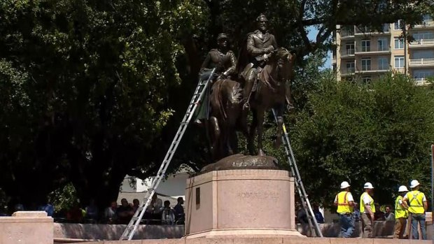 Lee statue taken down in Dallas