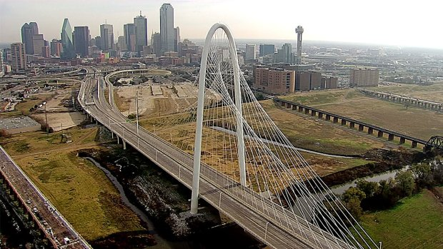 [DFW] Falling Ice Closes MHH Bridge in Dallas