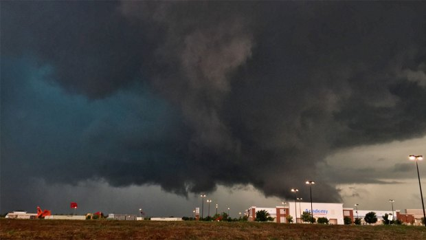 [DFW] 1 Dead, 12 Injured Following 51-Twister Outbreak