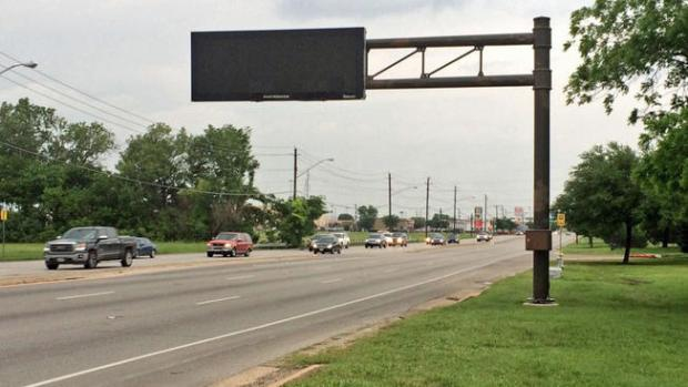 [DFW] Dallas-Owned Electronic Signs Sit Dark