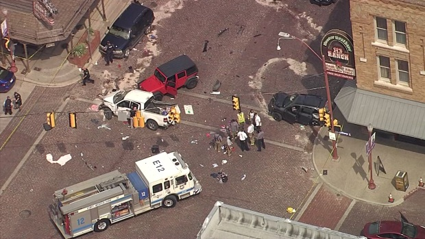 Raw: 1 Dead, 4 Injured in Crash in Fort Worth Stockyards