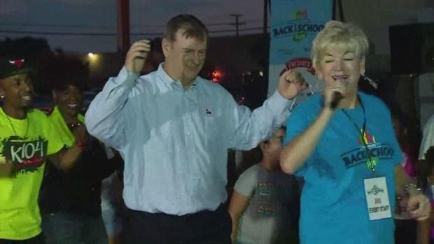 [DFW] Dallas Mayor Rawlings Dances for Back to School Fair