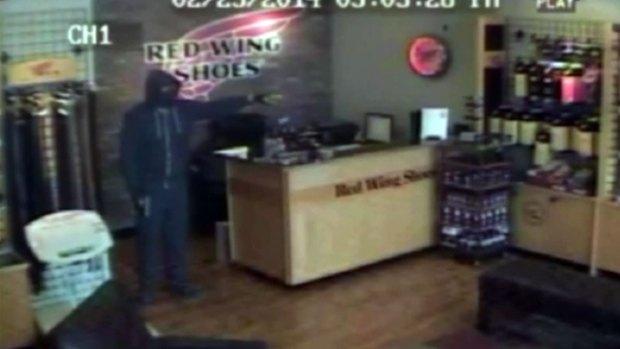 [DFW] Surveillance Video Released of Arlington Shoe Store Shooting
