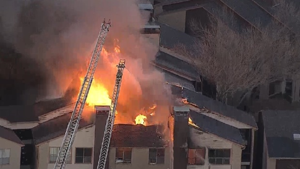 [DFW] Firefighters Battle 4-Alarm Dallas Apartment Fire