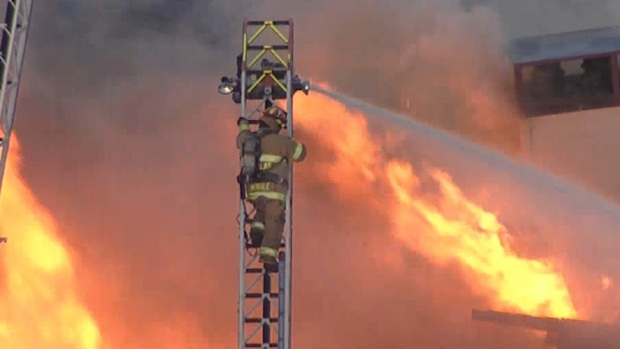 Dallas Fire-Rescue Battle 3-Alarm Fire
