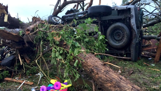 [DFW] Dozens Injured, 10 Missing After Van Tornado
