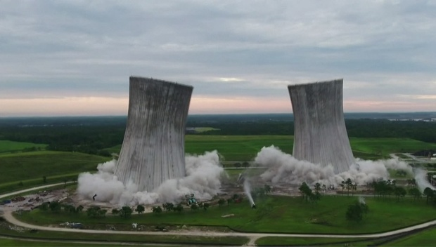 [DFW] Video Shows Cooling Towers Implosion
