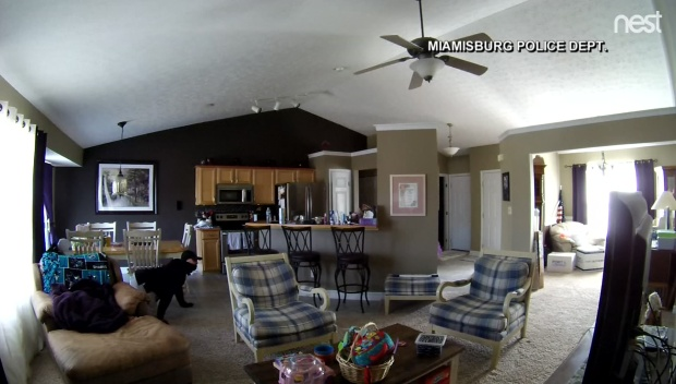 [DFW] Video Shows Burglars Sneak Into Home