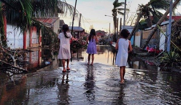 "[NATL] Typhoon Survivors ""Hopeless"" After Haiyan"