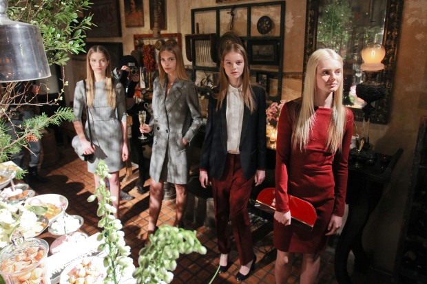 [THREAD] Inside Stella McCartney's Posh Pre-Fall Mansion Tea Party