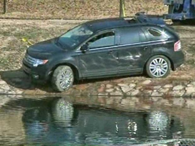 [DFW] Car Careens into Pond