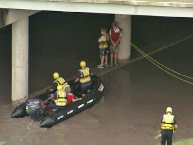 [DFW] Raw Video: Plano Creek Rescue