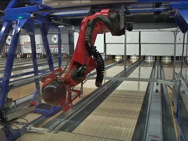 [DFW] Meet Iron E.A.R.L., Robo-Bowler