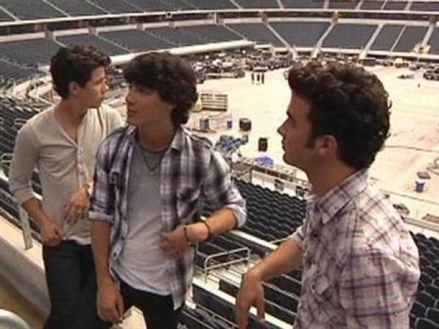 [DFW] Kevin Jonas Talks About Stage for World Tour