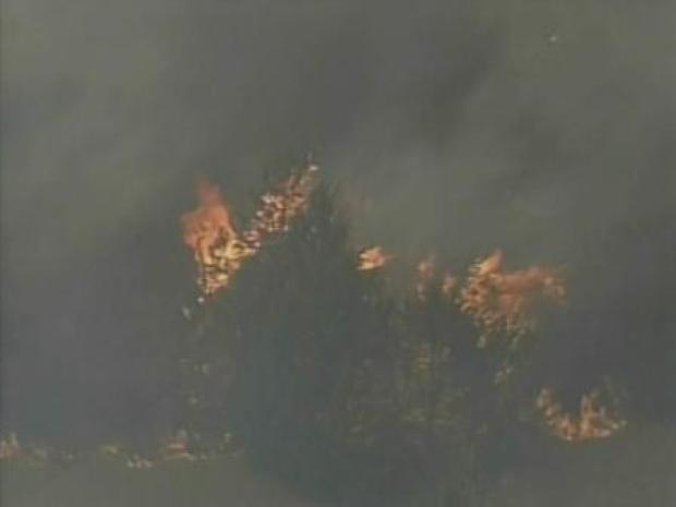 [DFW] RAW VIDEO: Firefighters Battle Blaze