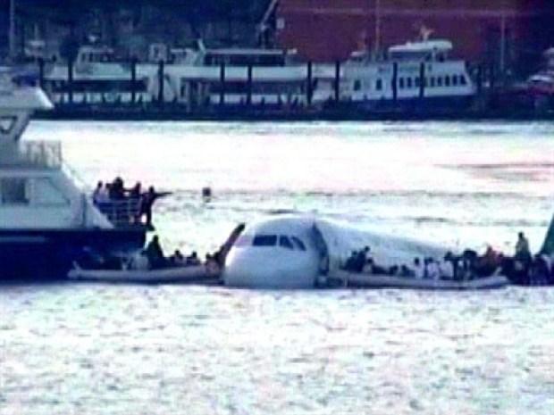 [NEWSC] Stunning Video Captures Miracle on the Hudson's Splash Landing