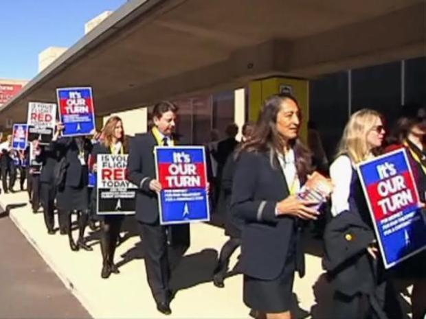 [DFW] AA Flight Attendants Demonstrate for Higher Wages